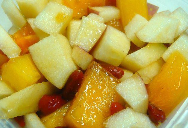 リンゴと柿のフルーツサラダ